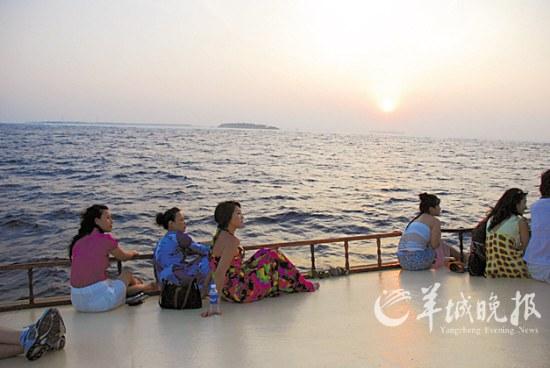 渔歌唱晚捕鱼尝鲜休闲旅游新体验