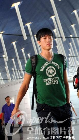 刘翔出征田径亚锦赛 只为热身不求四连冠