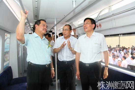 马来西亚SCS动车组成功在南车株机公司下线(摄影/颜常青)