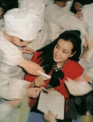 刘晓庆否认整容装嫩 盘点今昔容貌变化(组图)图片