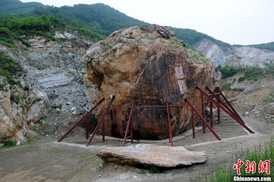 岩圈里陨石坑(组图)