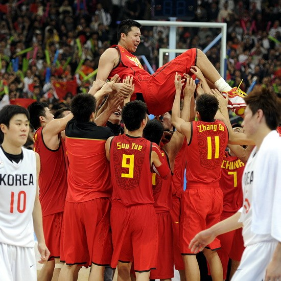 大郅精彩组图 亚运会受膜拜 亚洲入NBA第一人