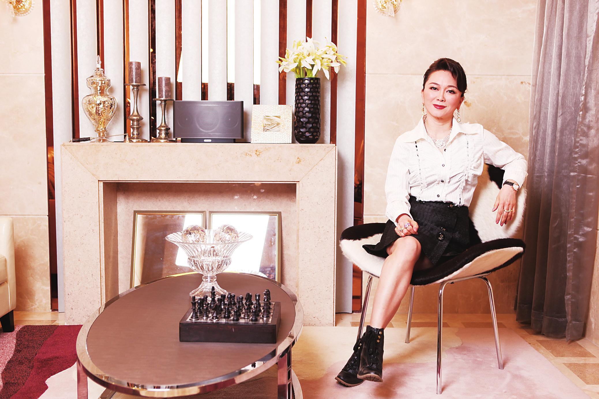 对张亚玲来说,选择在47岁的时候重新开始新的事业,再战中国消费电子和IT行业,是她对自己人生与事业的再一次挑战