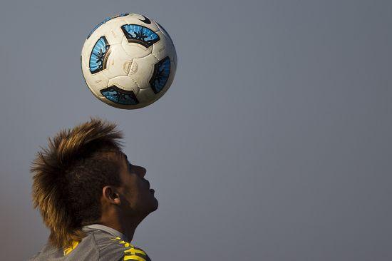 足球手绘幻灯片壁纸