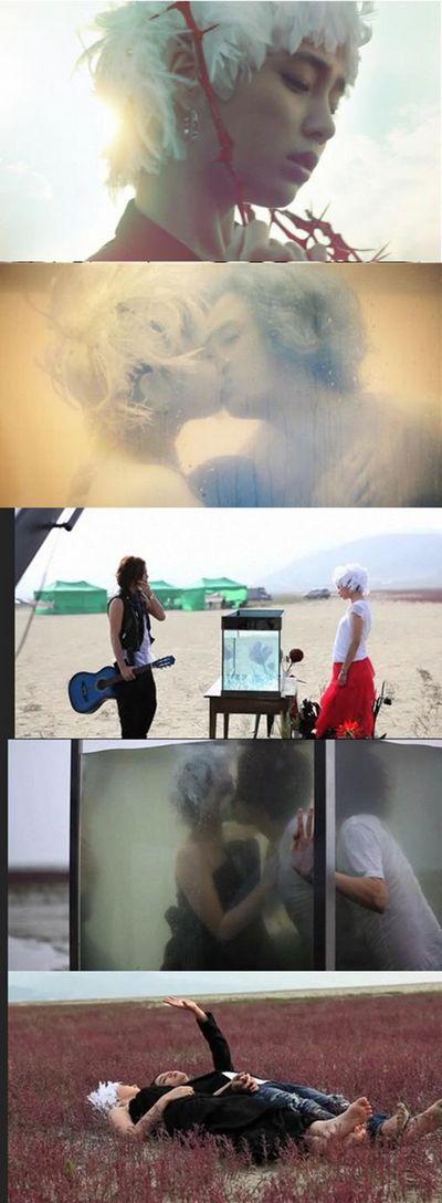 """正在与金荷娜拍摄电影《宠物情人》的张根硕与另一名""""姐姐""""李敏贞上演了浪漫吻戏。最近在On Style频道公开的卡地亚品牌宣传短片《Bague》中,张根硕与李敏贞上演了水中吻戏。"""