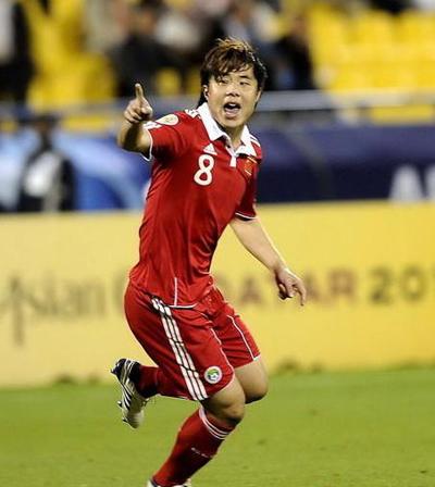 7月8日晚,鲁能泰山足球俱乐部完成了蒿俊闵的转会手续,通过了国际足联转会程序,正式成为鲁能泰山队的一员。根据行程安排,蒿俊闵将于下周二左右归队。