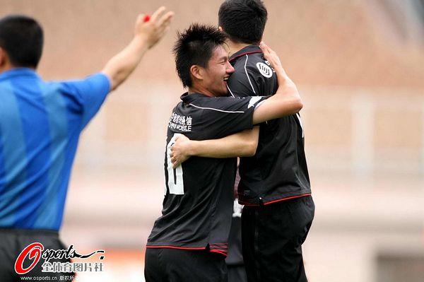 冯仁亮庆祝进球