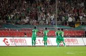 图文:[中超]北京VS江苏 国安队球员庆祝得分