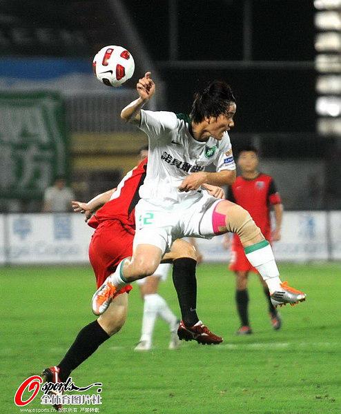 图文:[中超]南昌1-0杭州 动作搞笑