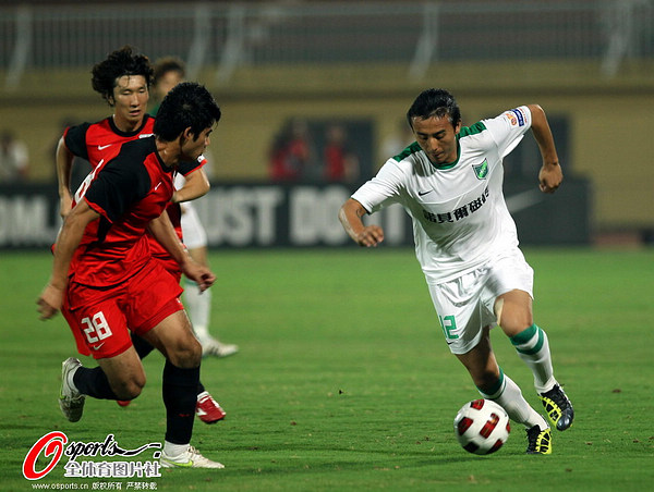 图文:[中超]南昌1-0杭州 毛剑卿抢眼