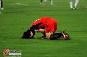 图文:[中超]南昌1-0杭州 受伤倒地