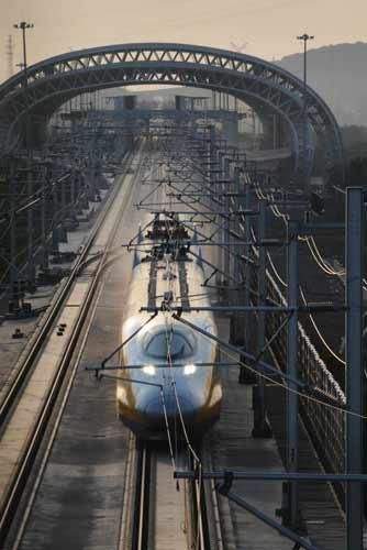 京沪高铁一列车因故障停运图片 22193 334x500