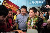 图文:[中超]孔卡抵达广州 机场受球迷热烈欢迎