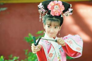将于16日开播的新《还珠格格》备受期待。日前,记者电话采访了新小燕子李晟。