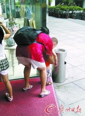 小姐喂奶_不冲厕所、公共场合喂奶 商场不文明行为出炉(图)-搜狐滚动