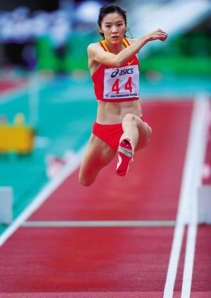 中国女子三级跳_图为女子三级跳远决赛中,中国选手谢荔梅以14米54的成绩夺得金牌.