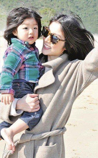 陈慧琳与儿子(资料图)