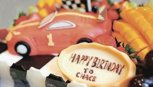 陈慧琳为儿子准备的跑车蛋糕。