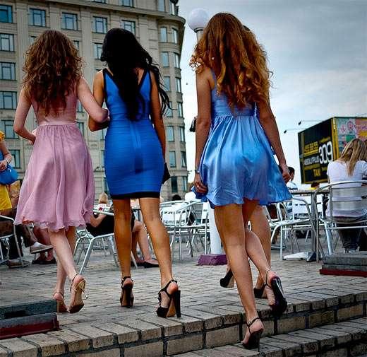 中年色情丝袜_偷拍乌克兰街头美女 美腿丝袜色情业泛滥成灾(组图)