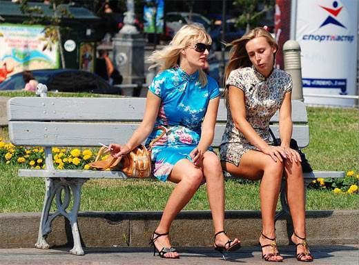 """乌克兰街头""""美女成灾""""(意思)是组图蛇什么美女图片"""