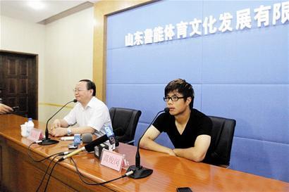 楚天都市报讯 鲁能新援蒿俊闵昨日抵达了济南。鲁能方面下午正式召开蒿俊闵的媒体球迷见面会。
