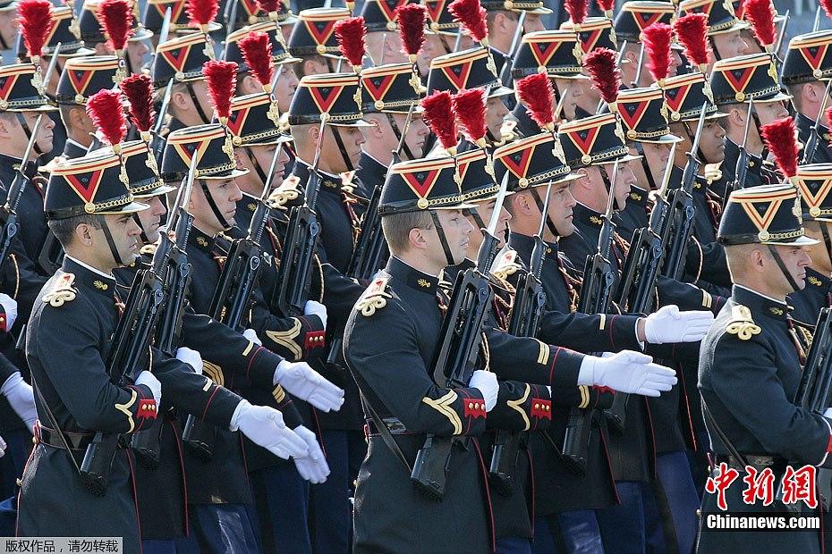 法国阅兵2015_法国巴黎举行国庆日大阅兵(组图)