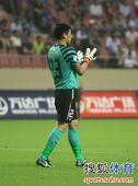 图文:[中超]上海1-1辽宁 王大雷鼓掌