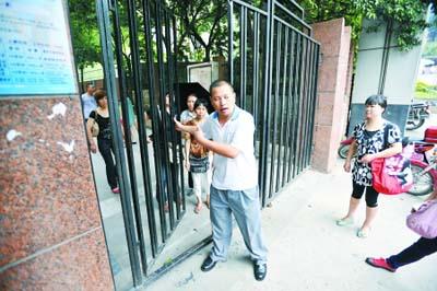 目击者讲述当时的情形 本组图片记者 徐元宾 摄