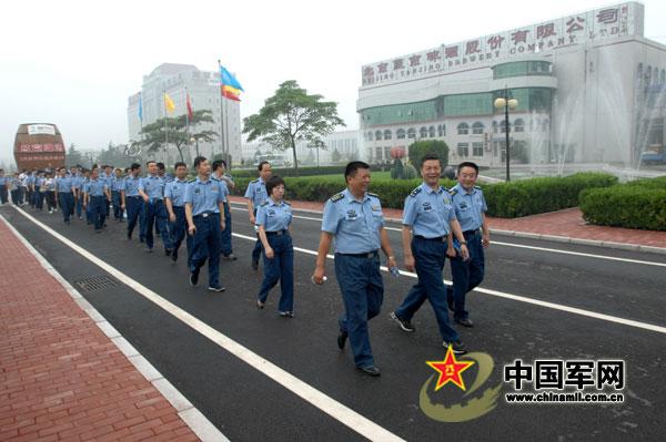 新时代下的强大空军队伍 记空军指挥学院训练部党委 加强党性修养