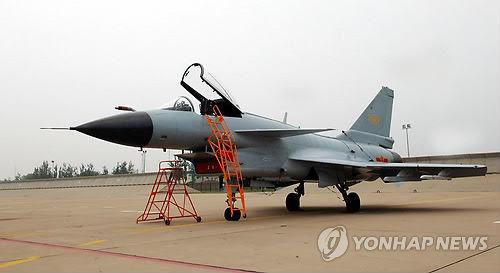 """中国自行研制的""""歼-10""""战斗机(韩联社)"""