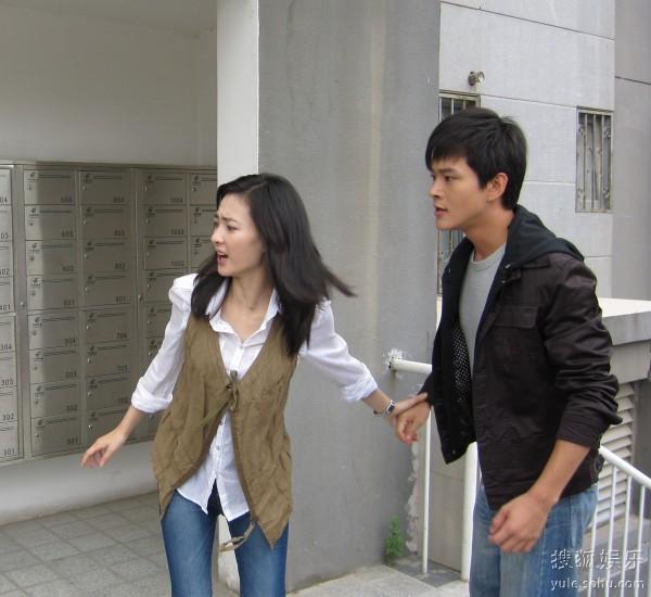 黄明王丽坤被婚巢所困