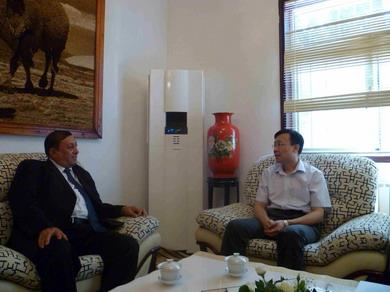 驻乌兹别克斯坦大使张霄会见乌鲁木齐海关副关长克依纳木·依马来提夏图片