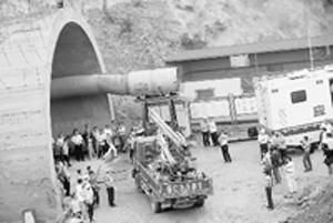 大连南山隧道发生隧道坍塌事故12人被困