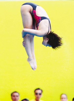 7月19日,中国选手施廷懋在比赛中。