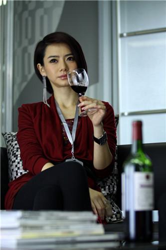 戚薇称红酒美容
