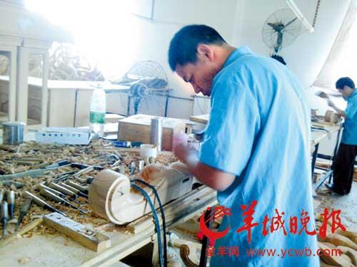 东莞家具行业属于半自动化半机械化的产业,目前还需要很多熟练的技术工人