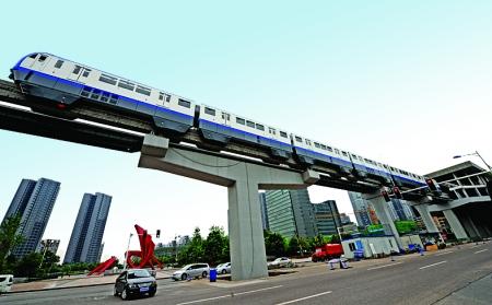 轻轨3号线将于9月通车记者钟志兵摄
