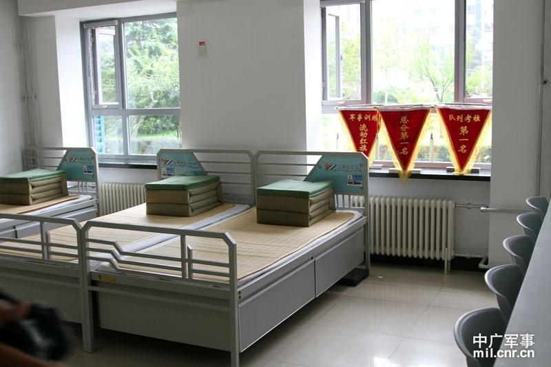 文化活动室   魏文波一行参观了部队的士兵宿舍   荣誉室活