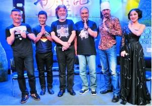 新《西游记》主创聂远、吴樾、张纪中、藏金生、徐锦江(从左至右)。信息时报记者 朱元斌 摄