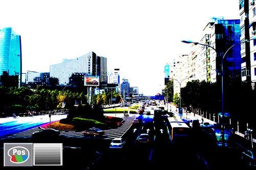在照片效果模式下选用分色(彩色)+ 亮度调节效果