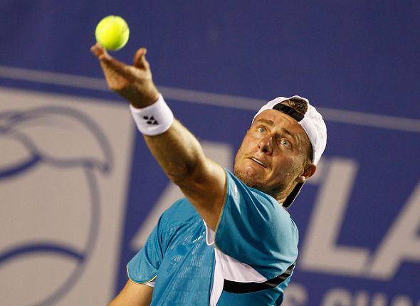 图文:ATP亚特兰大赛第二轮 休伊特准备发球