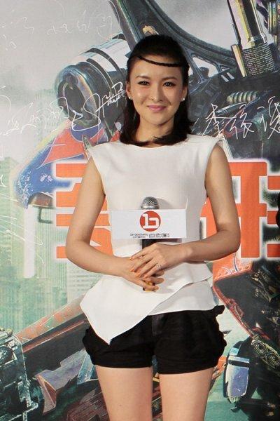 郑亦桐出席《变形金刚3》首映