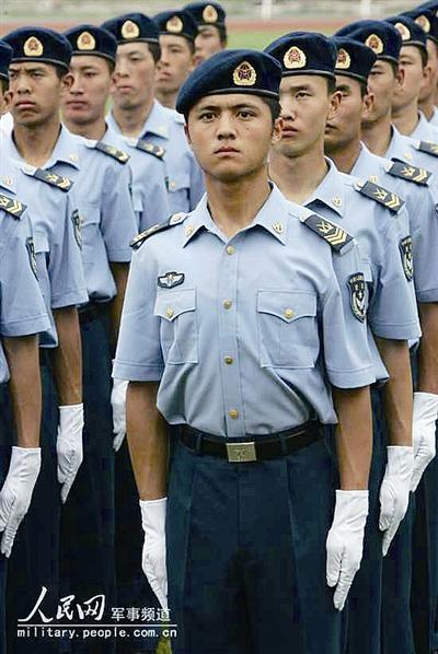 07军装稠酒常服-历数中国空军军服变迁图片