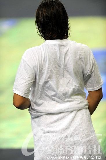 内裤:三位图文现场换美女放下美女图片浴巾抠内裤图片