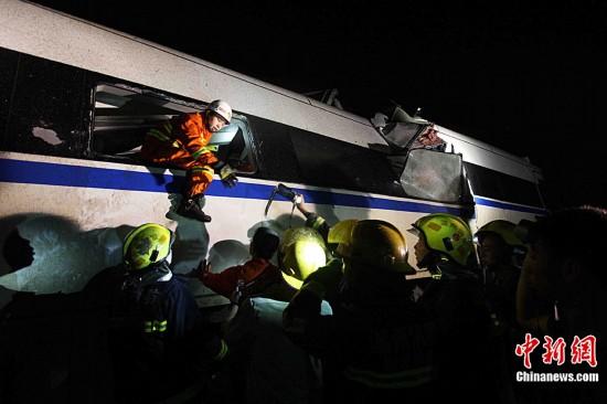 直击 7 23 温州动车追尾脱轨事故