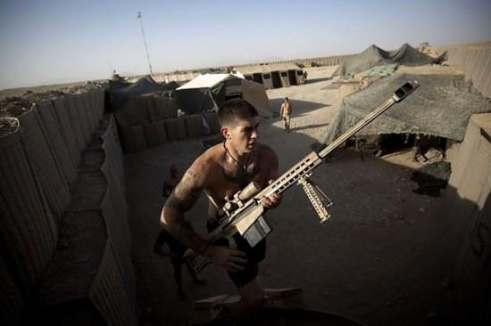 欧美大操_驻阿美军狙击手操枪攻击塔利班埋弹手(组图)