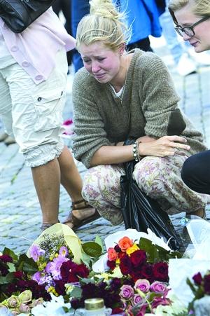 人们自发为遇难者献上鲜花