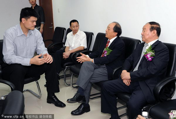 姚明与总局领导交流