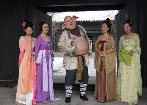 剧照中的猪八戒与小美女怜怜右1-禄畅扮演等美少女们.
