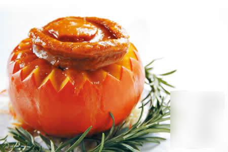 南瓜鲍鱼:4头鲍鱼肉厚,中间带少少溏心,主要吃那份肉感,南瓜甜软,其清甜味道,正好用来消滞。(4头$680,18头$198,逸东轩)